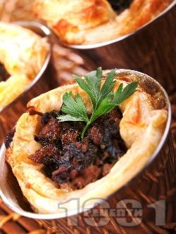 Сръбска бутер баница с бутер тесто, кайма и гъби печурки - снимка на рецептата